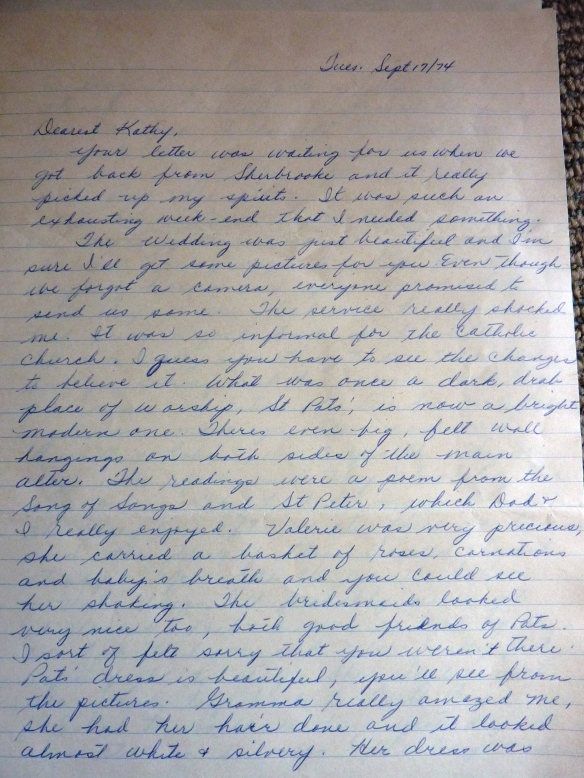 short descriptive essay about my mother Your mother she's there, right in front of you describe her is she tall, short n  dumpy does she wander the house in a housecoat a lawyer, doctor, or ad  exec,.