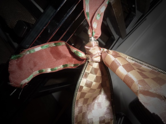 What does the ribbon bind? Hope, Faith, Joy, Love
